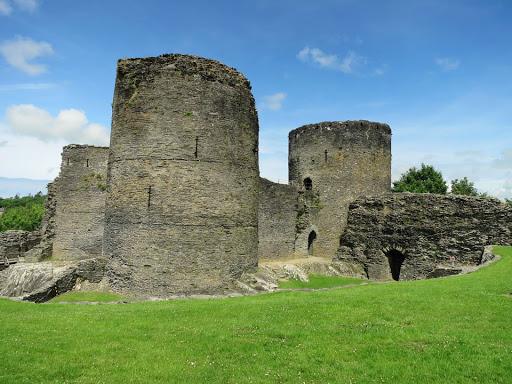 Cilgerran Castle from entrance