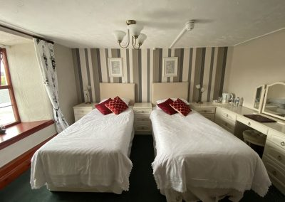 Room 2 twin beds