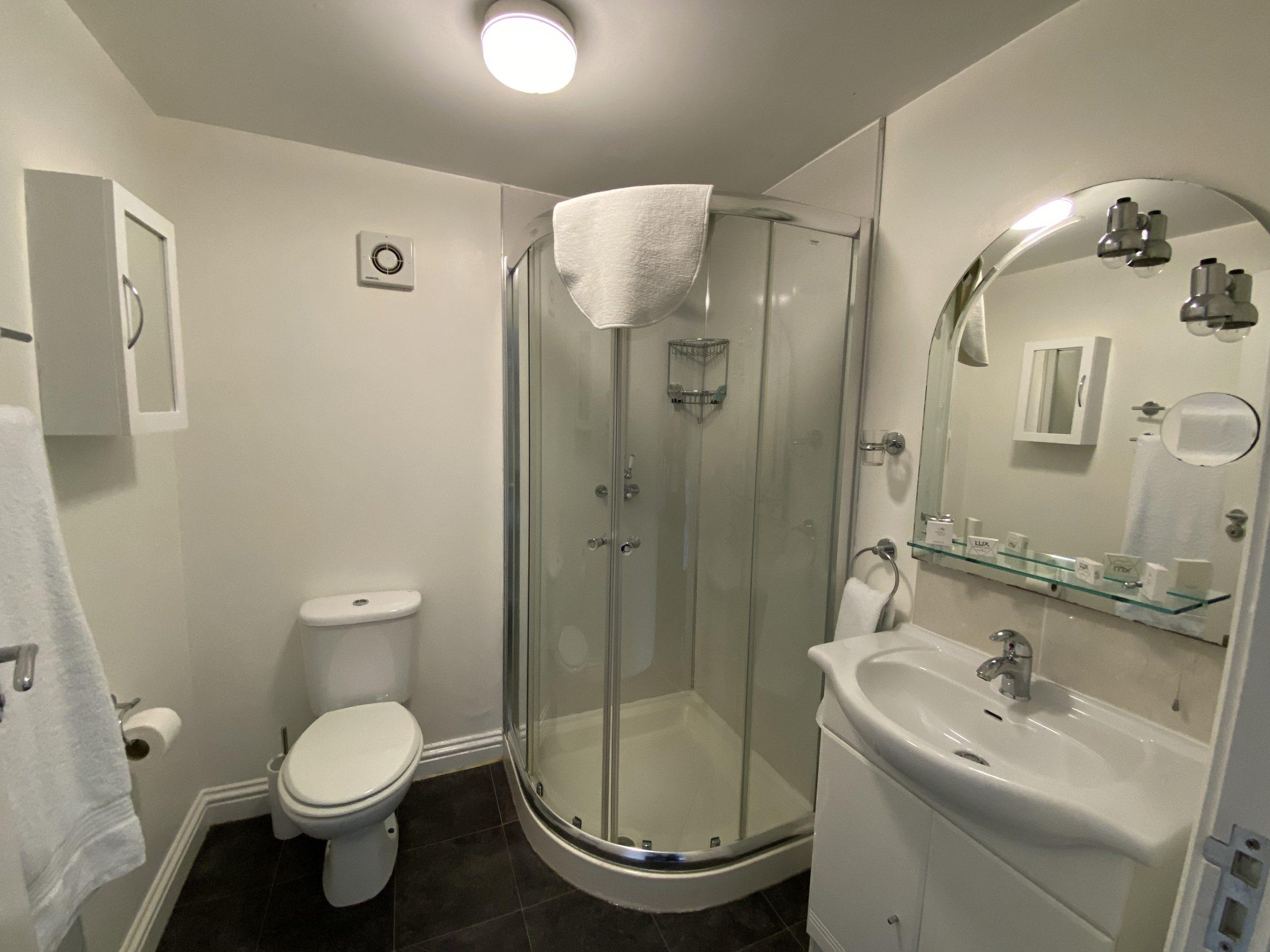Room 4 en suite shower room