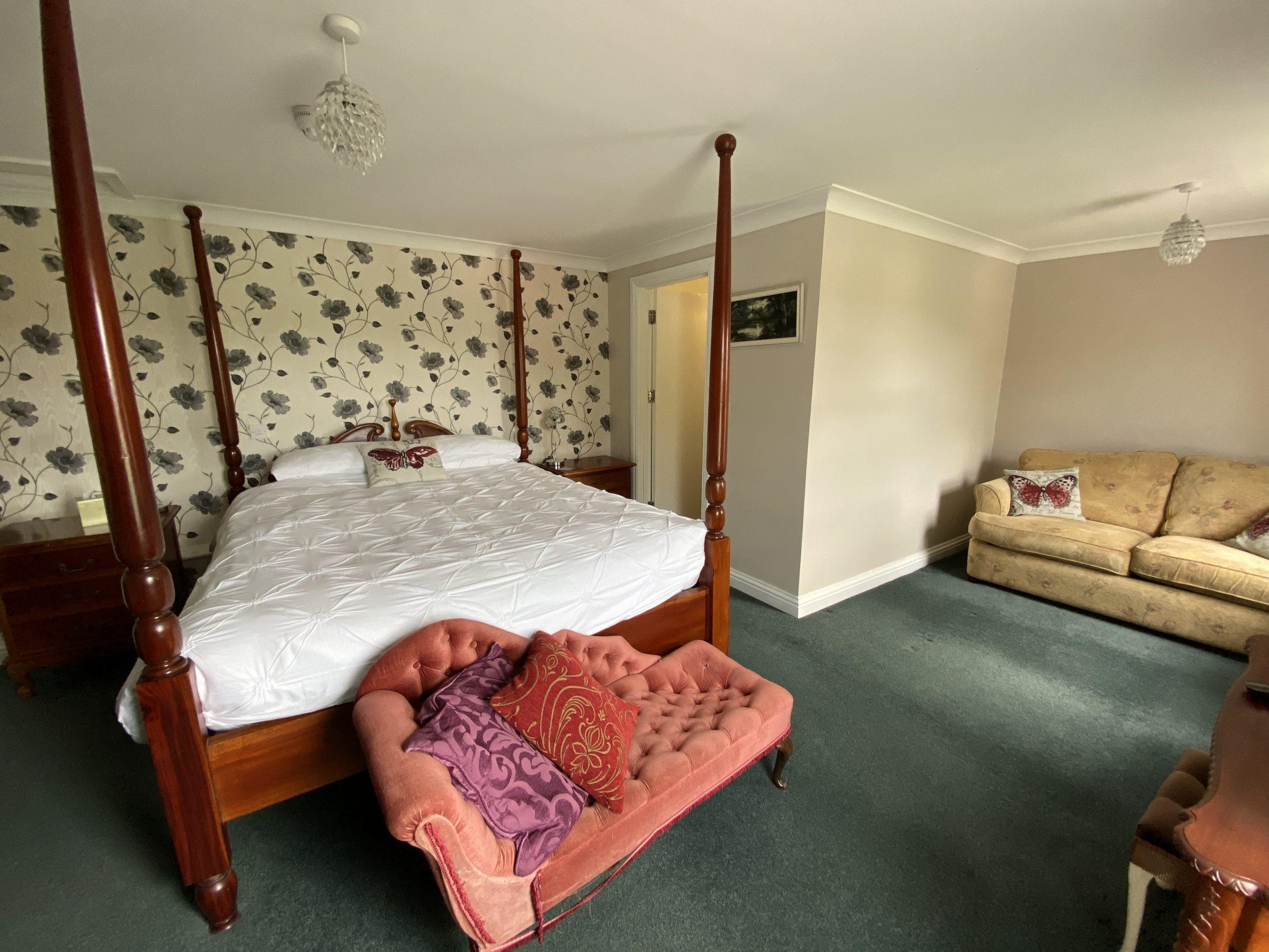 Room 4 bed & sofa